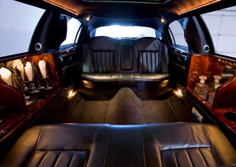 6 Passenger White Lincoln Towncar Stretch Limousine Limousine Krystal