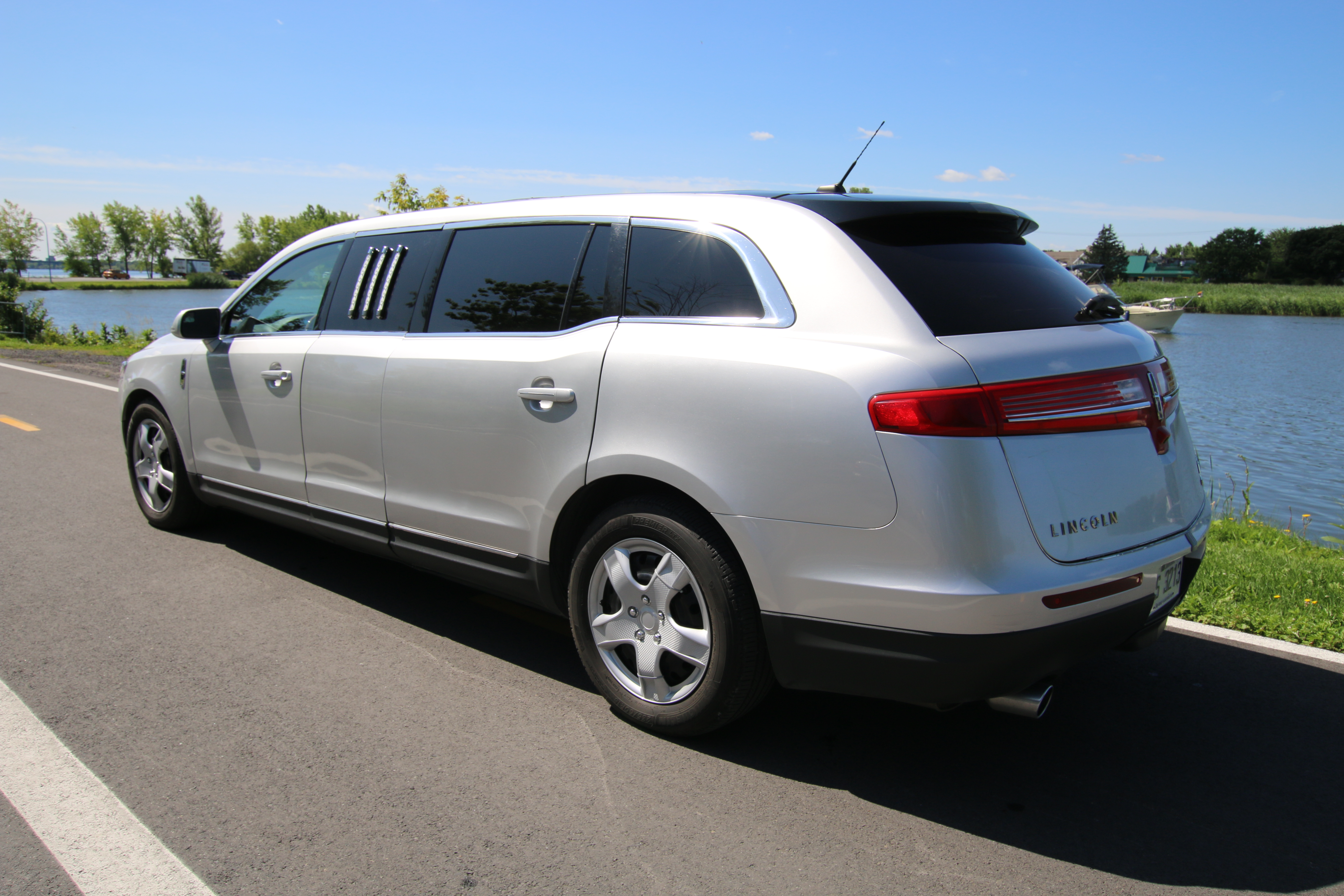 4 Passenger Grey Lincoln Mkt Stretch Limousine Limousine